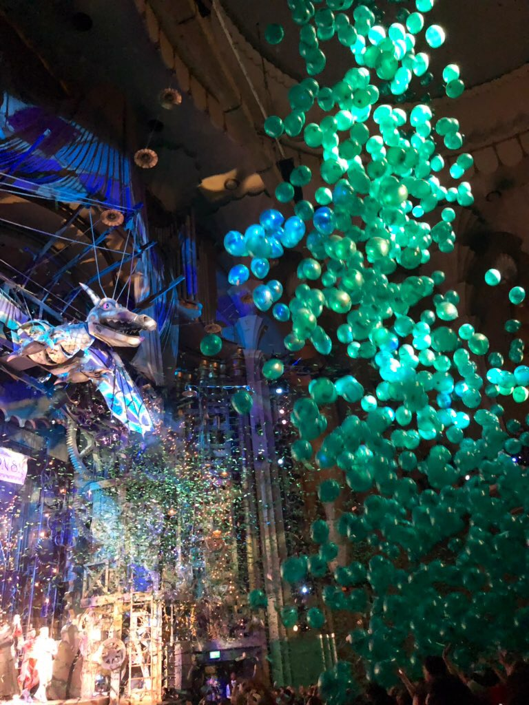 green balloon drop with wicked stage and confetti visible